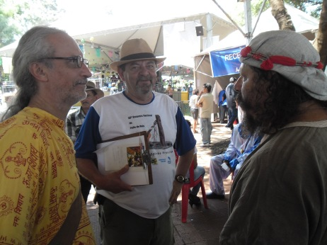 A companhia de Reis do mestre Passarinho recebeu Convite para cantar em Goiás. Zé Márcio foi testemunha. 26.1.14.